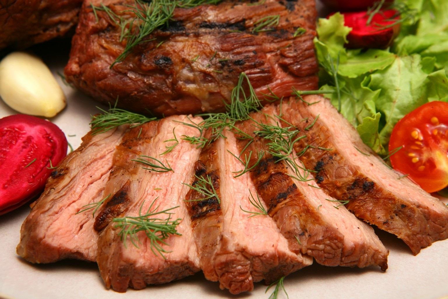 Мясо, приготовленное в сувиде